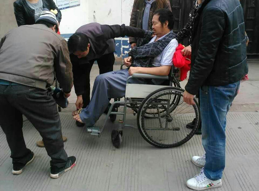 Luo Ronggui (seated) is released from a police station after 10 days' detention in Ganluo County, Sichuan province, Oct. 19, 2016. Courtesy of He Bing