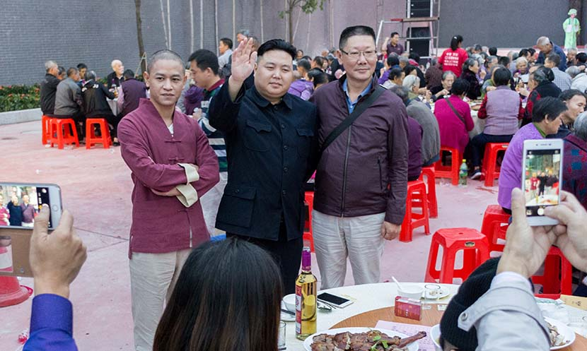 Xiao Jiguo (left) and Zhang Daiming (middle) attend a banquet in Dongguan, Guangdong province, Nov. 9, 2016. Kevin Schoenmakers/Sixth Tone