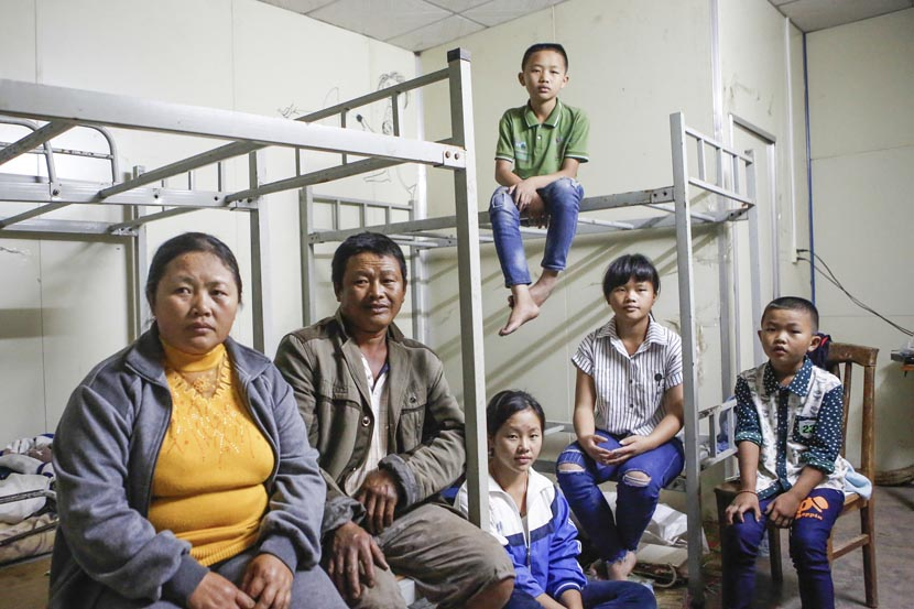 Wang Chao (top) and his family in a temporary house offered by the development company where his father now works in Boten, Laos, Nov. 19, 2016. Jia Yanan/Sixth Tone